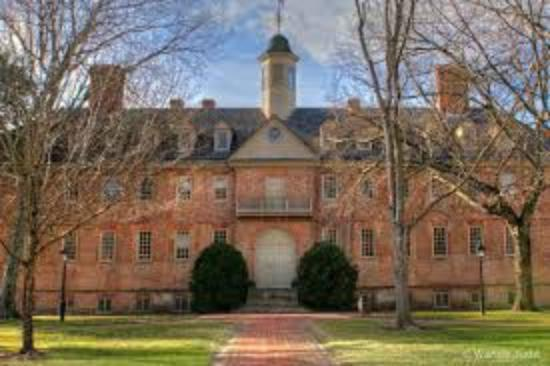 The College of William and Mary : Front of the Wren Building at W&M