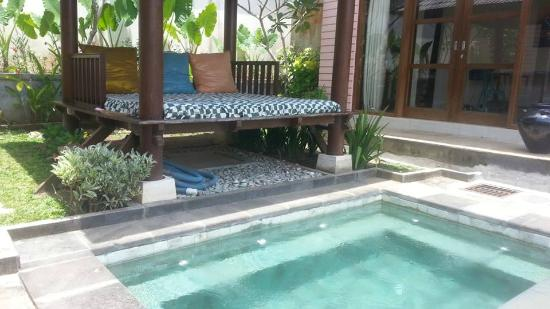 Imah Kita: Chill out next to the swimming pool