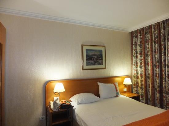 Holiday Inn - Skopje: bed