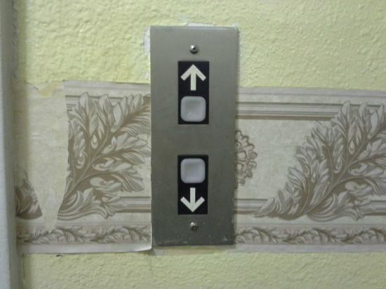 Super 8 York : Filthy elevator