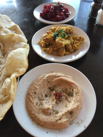 Laffa Medi-eastern : Mezze with pickled beets, cauliflower and black-eye pea hummus