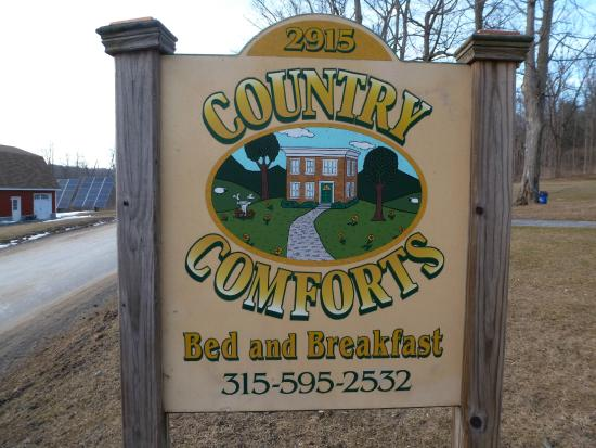 Country Comforts Bed and Breakfast : Front yard sign
