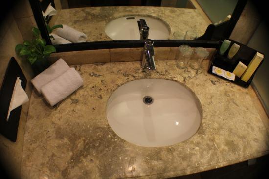 Travellers Hotel Jakarta: Bathroom