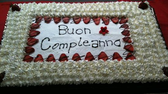 Torta Di Compleanno Pan Di Spagna Crema Al Cioccolato Crema