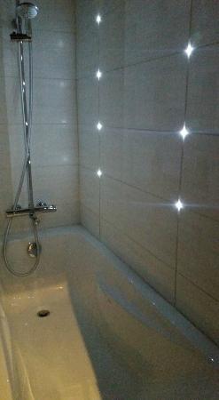 Hotel Residence Europe: la salle de bain avec des led super eclairage