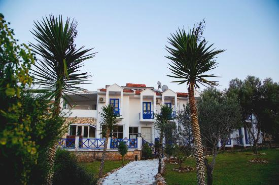LeaMira Hotel: Leamira plaj yolu