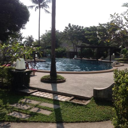 Mayaburi Boutique Resort: Pool from our bedroom B3