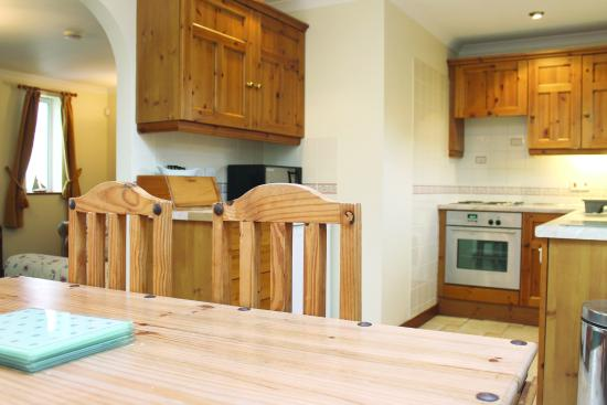 Tregurrian Villas at Watergate Bay: Dining area to kitchen
