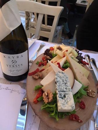 Cafemiz : Wine & Cheese Plate