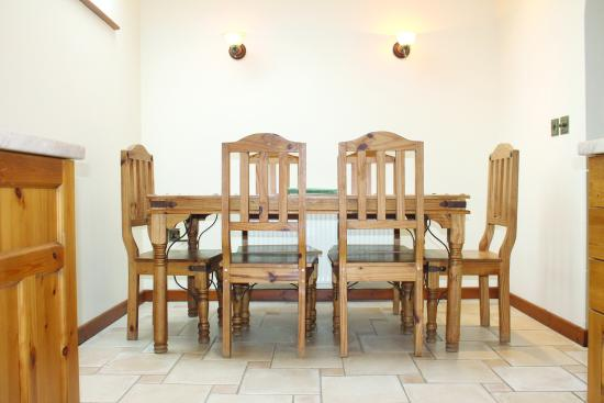 Tregurrian Villas at Watergate Bay: Dining area