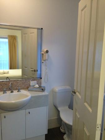 Forte Leeuwin Apartments: Bathroom 2 - Shared bathroom on upper level