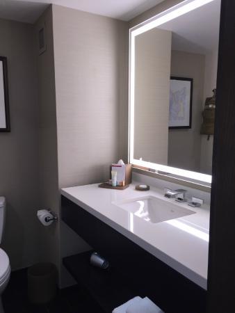Grand Hyatt Denver Downtown: Bath Vanity Area