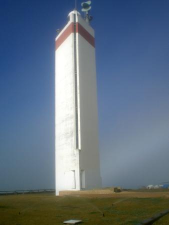 Casa Matias: Torre de comunicaciones al final de uno de los caminos de madera con buena panorámica del Atlánt