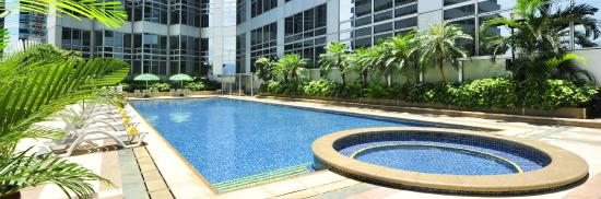 Harbour Plaza North Point : 25-meter outdoor swimming pool