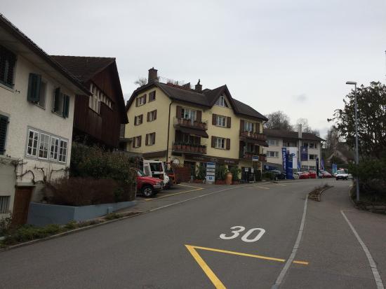 Dentist - Hairdresser - Restaurant : All in the same building in the center of Erlenbach