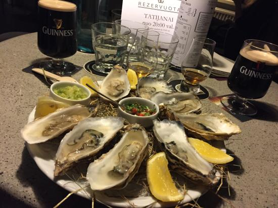 King & Mouse - Whisky Bar & Shop: Fresh oysters with whisky