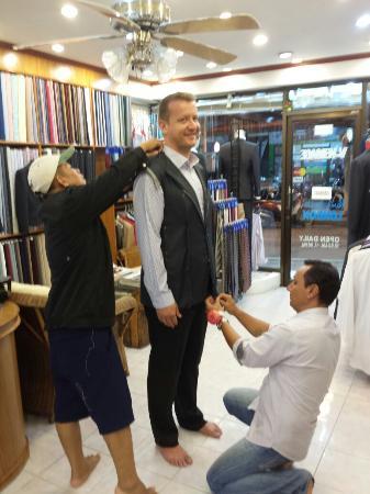 V-Versace Tailor: Tomando las medidas exactas