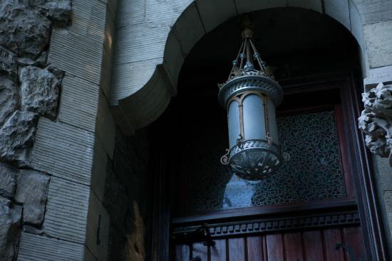 Lion's Castle Hotel : Castle lantern
