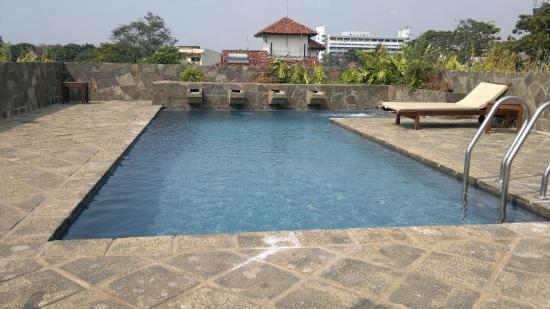 Zylan Luxury Villa : Roof  top pool