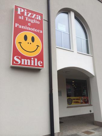Pizzeria Paninoteca Smile : Love the spinach pizza ! And its a nice cozy place 💗