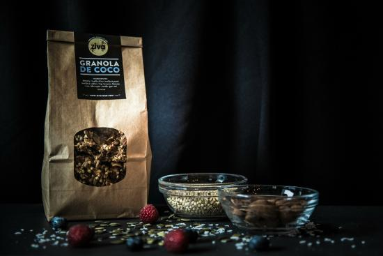 Raw Granola to have or to go in different flavours made w/ love