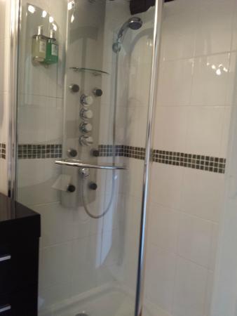 The Beckford: Shower