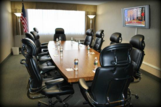 Quality Inn & Suites: Boardroom
