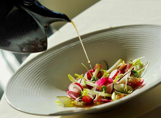 Host & Vinum - Le Clos des Pins : Coques et palourdes, bouillon de crevettes grises aux épices douces