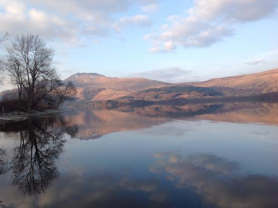 Culag Lochside Guest House: Views across the loch from the garden.
