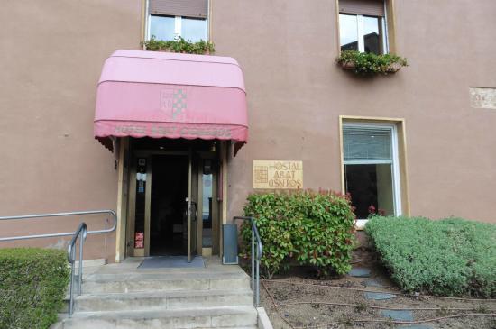 Hotel Abat Cisneros: Entréeet facade