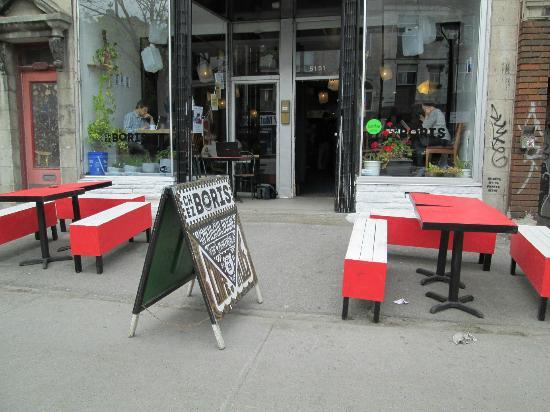Photo of Fast Food Restaurant Chez Boris at 5151 Avenue Du Parc, Montreal H2V 4G3, Canada