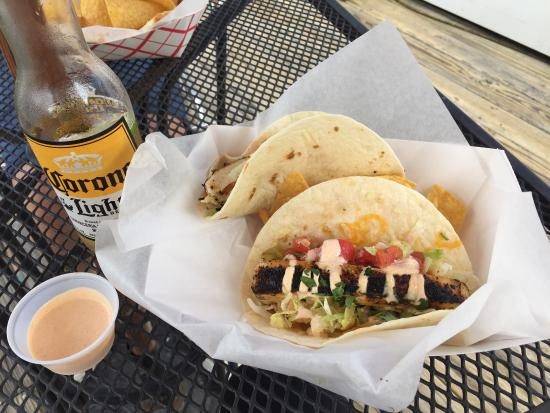 Village of Baytowne Wharf : Amazing fish tacos by the boat races!!