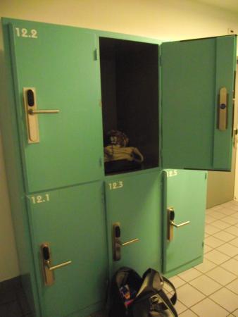 Geneva Hostel: Lockers