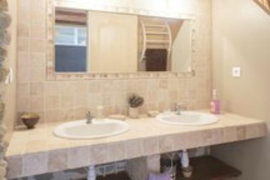 Plavilla, France : salle de bain