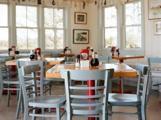 The Right Fork Diner: Dining Room