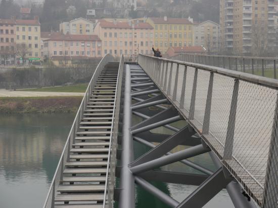 Ibis Lyon Caluire Cite Internationale: Puente Hacia Palacio de Congresos