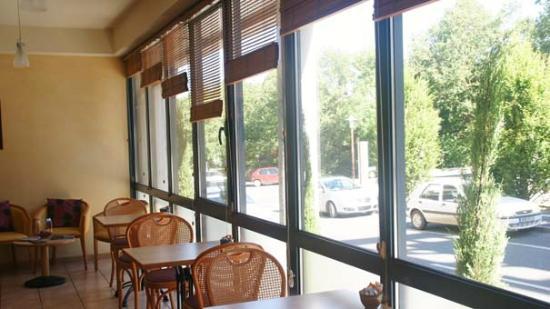Deltour Hotel Rodez Bourran : Salle de petits déjeuner lumineuse