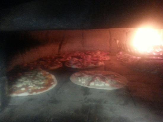 Ristorante FUORI ZONA: pizze in forno