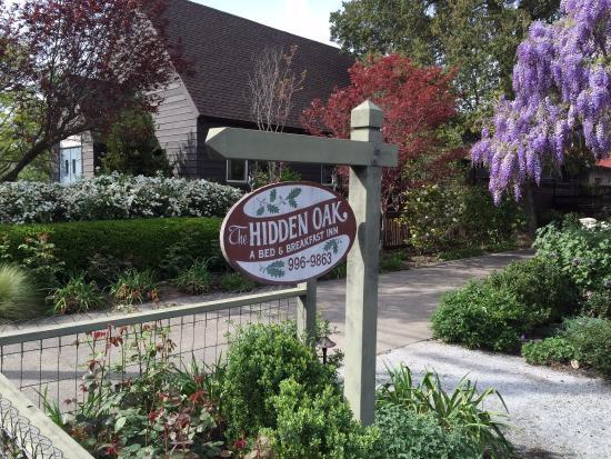 Hidden Oak Inn: Sign