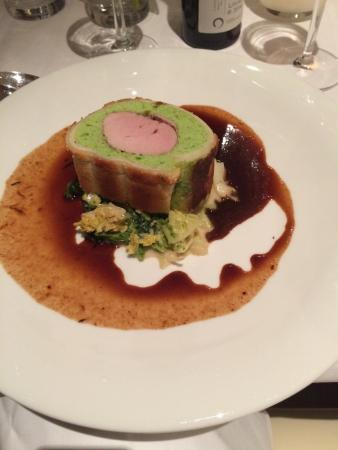 Weinhotel Wiedemann : Schweinelendchen im Bärlauch-Brotmantel, Rotwein jus