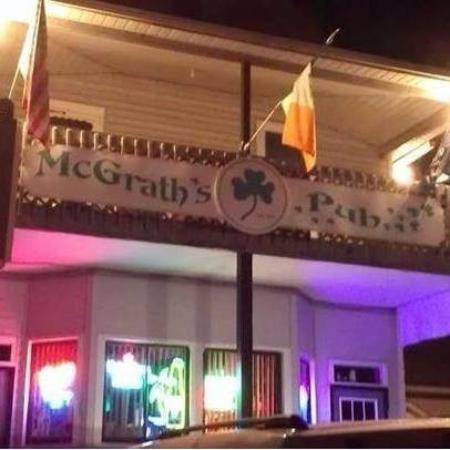 McGrath's Pub & Eatery: Outdoor night view