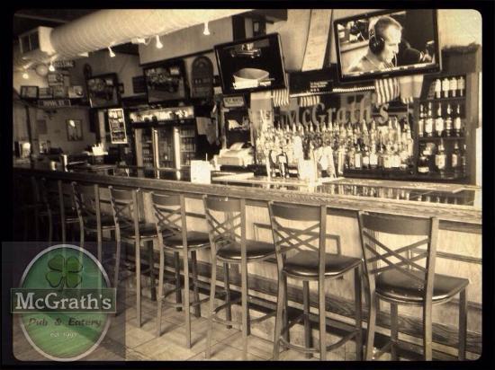 McGrath's Pub & Eatery: Indoor bar view