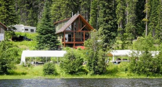 Dee Lake Wilderness Resort