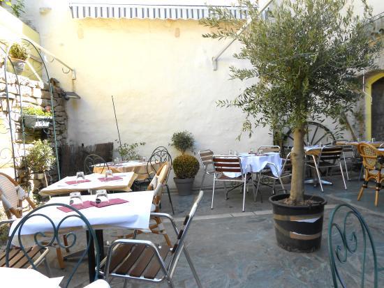 Auberge de la Coquille : Terrasse privative