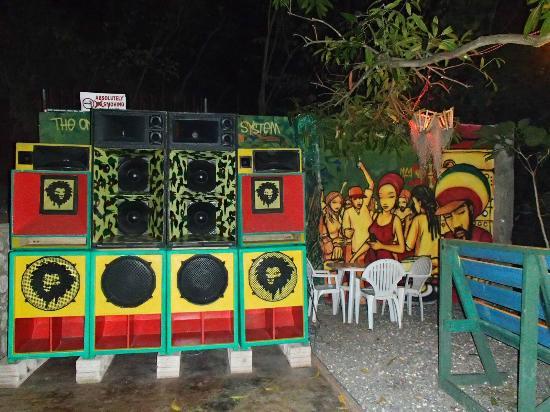 Kingston, Jamaika: Dub Club Sound System