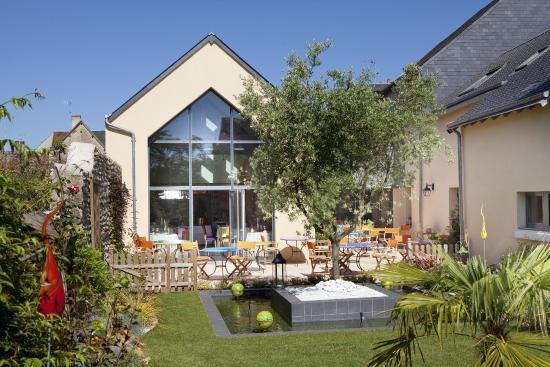 Hotel Restaurant du Commerce: Jardin et terrasse