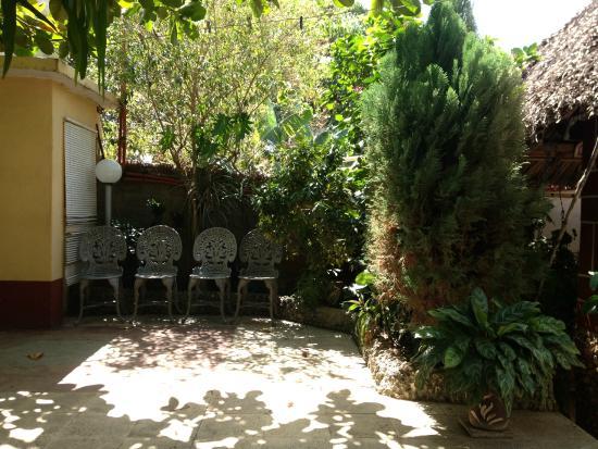 Hostal Digna Aguila: Jardin