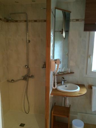Le Noirlac: Salle de bain