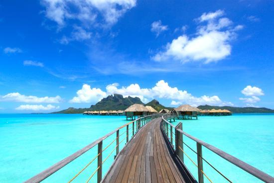 Four Seasons Resort Bora Bora: Bridge to over-water bungalows