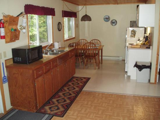 Farview Bed and Breakfast: Full Kitchen